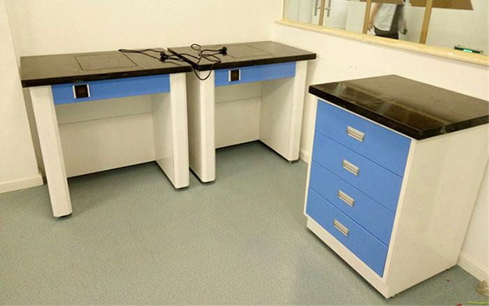 钢木天平台是实验室家具必不可少的设备